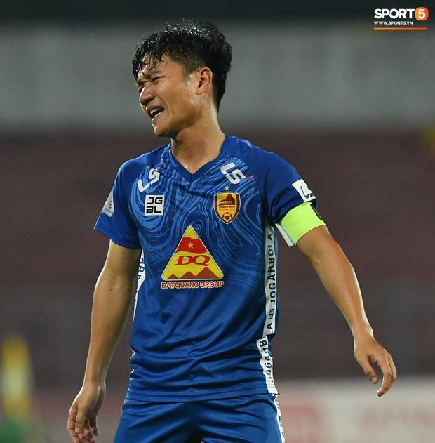 Chưa kịp mừng vì được thầy Park để ý, tuyển thủ U22 Việt Nam đã phải chịu nỗi buồn xuống hạng đau đớn - Ảnh 9.