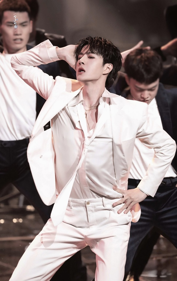 Vương Nhất Bác gây sốt MXH với sân khấu nhảy quá sexy, đúng là thành viên nhóm nhạc được đào tạo bởi YG có khác! - Ảnh 6.