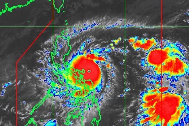 Siêu bão Goni giật cấp 17 càn quét Philippines, sáng mai đi vào Biển Đông - Ảnh 1.