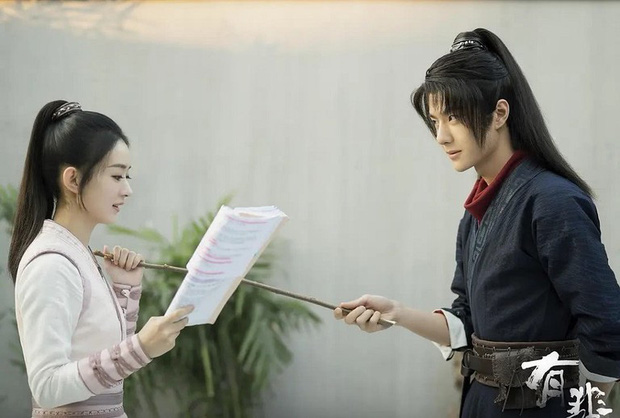 Mật báo Cbiz: Cúc Tịnh Y bị thiếu gia đá, Lưu Diệc Phi tái hợp với cha nuôi, Triệu Lệ Dĩnh - Đặng Luân bị ekip giở chiêu trò - Ảnh 3.