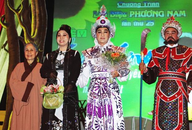 6 vai diễn để đời của nghệ sĩ Ánh Hoa: Từ Mùa Len Trâu tới Cổng Mặt Trời, nhìn đâu cũng nhớ người mẹ tần tảo ở phim Việt - Ảnh 4.