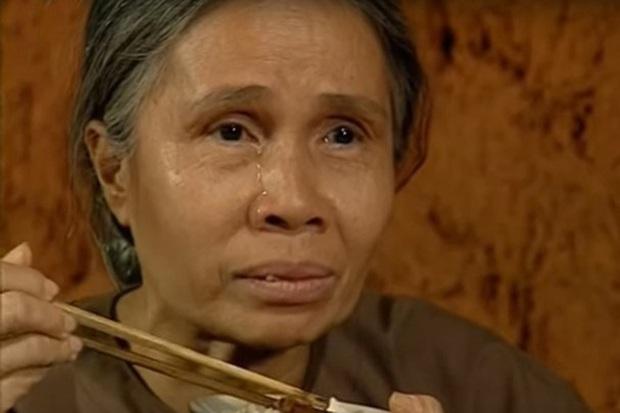 6 vai diễn để đời của nghệ sĩ Ánh Hoa: Từ Mùa Len Trâu tới Cổng Mặt Trời, nhìn đâu cũng nhớ người mẹ tần tảo ở phim Việt - Ảnh 8.