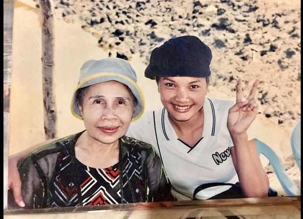 6 vai diễn để đời của nghệ sĩ Ánh Hoa: Từ Mùa Len Trâu tới Cổng Mặt Trời, nhìn đâu cũng nhớ người mẹ tần tảo ở phim Việt - Ảnh 9.