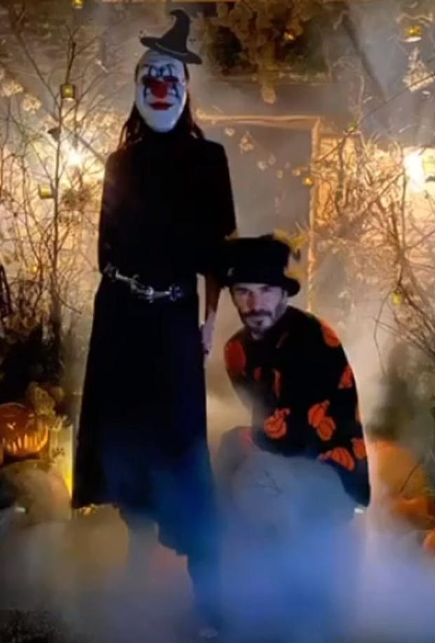 Điển trai cũng là cái khổ: David Beckham kỳ công lên đồ để dọa các fan dịp Halloween, các fan chẳng những không sợ lại còn thi nhau vào thả tim - Ảnh 2.
