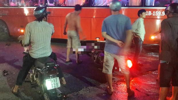 Xe máy va chạm ô tô khách, 1 người tử vong tại chỗ - Ảnh 1.