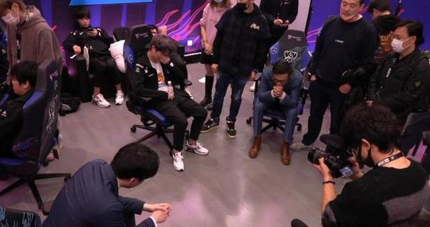 SwordArt và SofM bật khóc, cả đội Suning như mất hồn sau thất bại Chung kết CKTG 2020 - Ảnh 4.