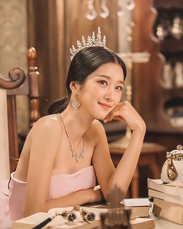 Ảnh photoshop điên nữ Seo Ye Ji gây sốt: Hóa Nữ thần Kim Ưng lộng lẫy hút hồn, sánh ngang với Địch Lệ Nhiệt Ba - Ảnh 4.