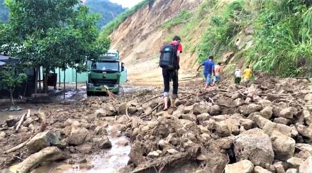 Thông tin mới nhất về vụ sạt lở khiến 11 người mất tích ở Phước Lộc - Ảnh 1.