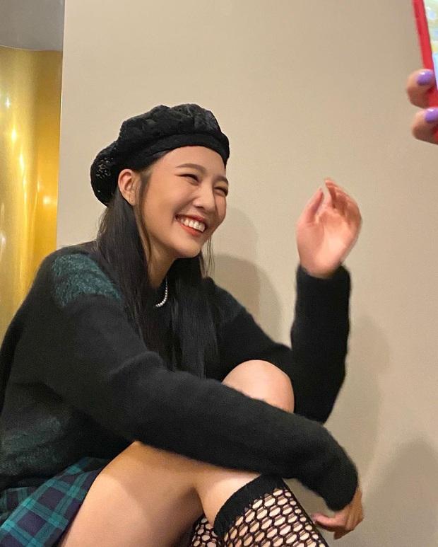5 kiểu mũ được sao Hàn yêu thích trong mùa lạnh, vừa giúp giữ ấm vừa để chụp hình siêu xinh - Ảnh 1.