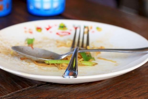 """6 thói quen ăn uống bị xem là """"rất vô duyên"""" khi đi du lịch tại một số quốc gia, nên lưu ý kỹ để tránh """"rước hoạ vào người"""" - Ảnh 5."""