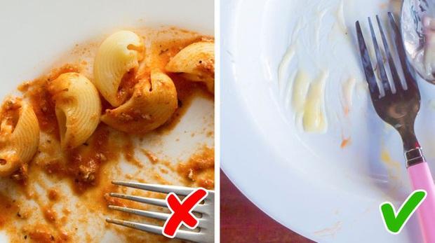 """6 thói quen ăn uống bị xem là """"rất vô duyên"""" khi đi du lịch tại một số quốc gia, nên lưu ý kỹ để tránh """"rước hoạ vào người"""" - Ảnh 6."""