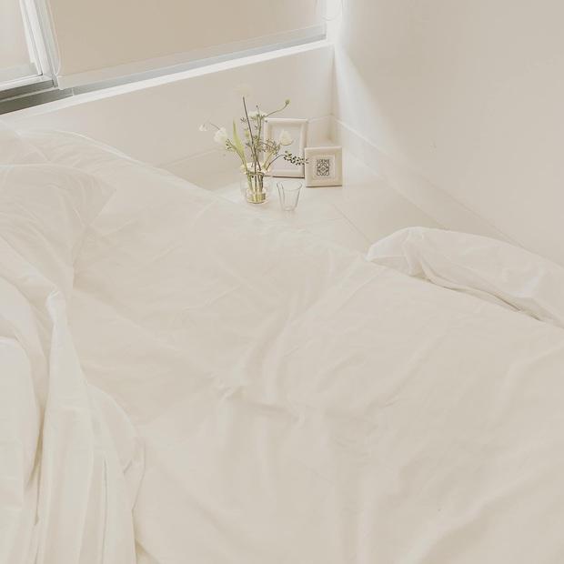 Căn nhà màu trắng của nhà thiết kế Lâm Gia Khang: Cứ nghĩ đơn điệu nhưng trông sang quá - Ảnh 10.