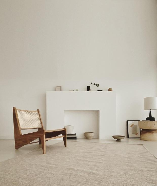 Căn nhà màu trắng của nhà thiết kế Lâm Gia Khang: Cứ nghĩ đơn điệu nhưng trông sang quá - Ảnh 1.