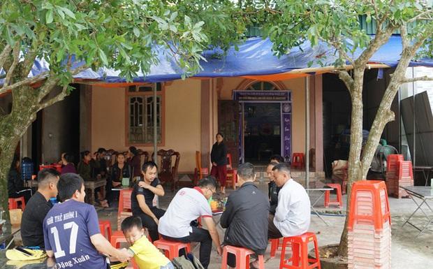 Họ báo vợ và 2 con tôi bị lật xe tử vong ở Campuchia, tôi nghe mà như chết lặng - Ảnh 1.