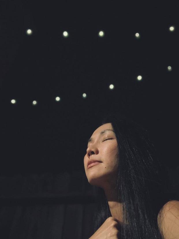 Kim Hiền ôm di ảnh bật khóc, không thể về chịu tang sau 100 ngày mẹ mất vì ảnh hưởng dịch Covid-19 tại Mỹ - Ảnh 4.