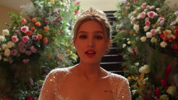 Xoài Non giật spotlight trong hình cap vội ở hậu trường MV cưới, so với ảnh đã photoshop mới thấy nể - Ảnh 1.