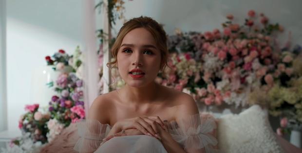 Xoài Non giật spotlight trong hình cap vội ở hậu trường MV cưới, so với ảnh đã photoshop mới thấy nể - Ảnh 2.