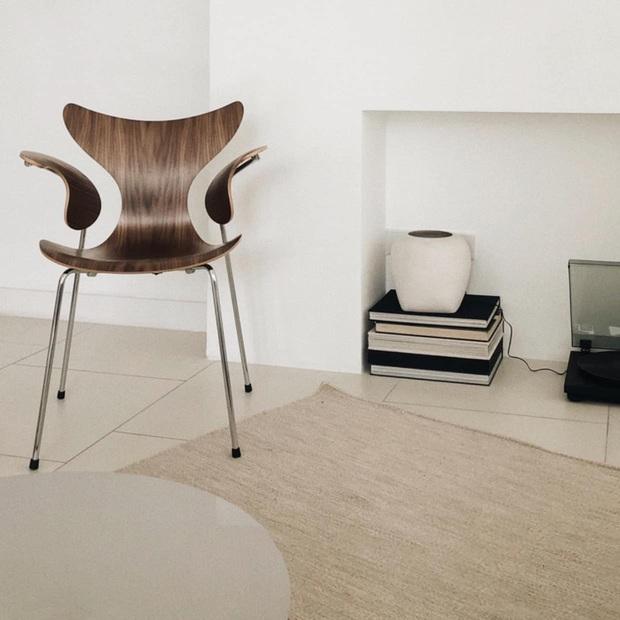 Căn nhà màu trắng của nhà thiết kế Lâm Gia Khang: Cứ nghĩ đơn điệu nhưng trông sang quá - Ảnh 6.