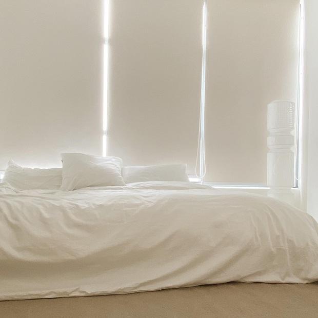 Căn nhà màu trắng của nhà thiết kế Lâm Gia Khang: Cứ nghĩ đơn điệu nhưng trông sang quá - Ảnh 11.