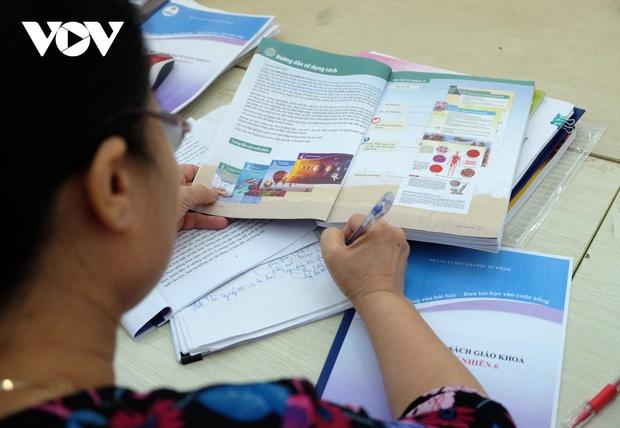 Bộ GD-ĐT đề nghị Hội đồng thẩm định xem xét kỹ ngữ liệu, ngôn ngữ Sách giáo khoa lớp 6 mới - Ảnh 1.
