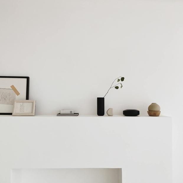 Căn nhà màu trắng của nhà thiết kế Lâm Gia Khang: Cứ nghĩ đơn điệu nhưng trông sang quá - Ảnh 7.