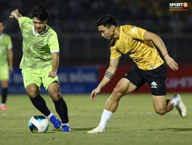 """Cris Phan ghi bàn đẹp khó tin vào lưới """"thủ môn"""" tuyển Việt Nam - Ảnh 6."""
