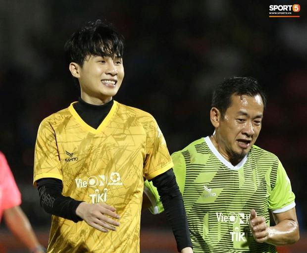 Đóng vai thủ môn bất đắc dĩ, Hà Đức Chinh bị đội của Jack cho ăn hành - Ảnh 6.