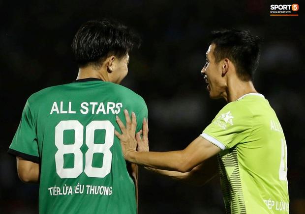 Đóng vai thủ môn bất đắc dĩ, Hà Đức Chinh bị đội của Jack cho ăn hành - Ảnh 5.