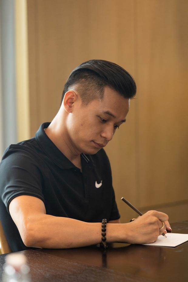 Quang Hải lộ diện sau scandal bị cắm sừng, Jack - Độ Mixi cực bảnh cùng dàn sao khủng đổ bộ hậu trường trận bóng vì miền Trung - Ảnh 10.