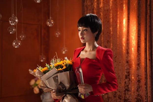 Mải mê làm việc với danh ca Hiền Hồ, Vương Anh Tú khiến bạn gái Diễm My 9X nổi trận lôi đình trong MV Cuộc Gọi Nhỡ - Ảnh 7.