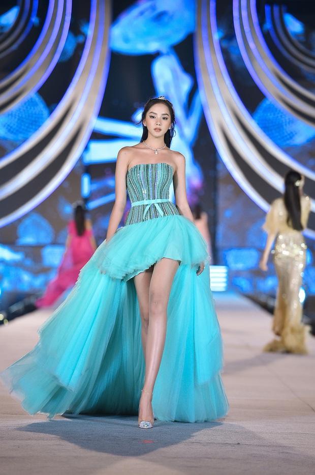 Công bố top 5 Người đẹp thời trang Hoa hậu Việt Nam 2020: Doãn Hải My mất hút, 2 chân dài nổi bật và các mỹ nhân đáng gờm lên ngôi - Ảnh 7.