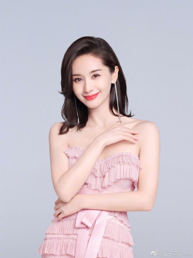 Khi nữ minh tinh cuồng game: Dương Mịch, Angela Baby tranh thủ từng giây rảnh rỗi, Vương Tử Văn đạt được ước mơ thi đấu như tuyển thủ chuyên nghiệp - Ảnh 1.