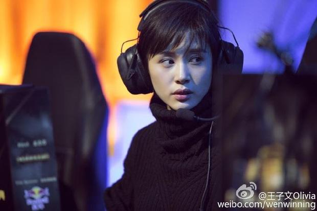 Khi nữ minh tinh cuồng game: Dương Mịch, Angela Baby tranh thủ từng giây rảnh rỗi, Vương Tử Văn đạt được ước mơ thi đấu như tuyển thủ chuyên nghiệp - Ảnh 2.