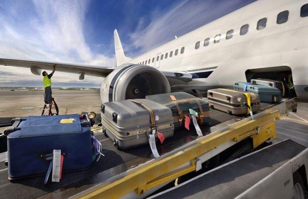 6 cách hay giúp chị em lấy hành lý sớm nhất có thể sau mỗi chuyến bay, khỏi chờ đợi trong ngao ngán mệt mỏi.