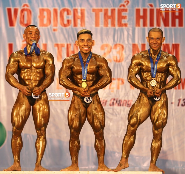 Trình diễn vô cùng ấn tượng trên nền nhạc Bigcityboi, huyền thoại Phạm Văn Mách xuất sắc giành HCV 60kg vô địch quốc gia - Ảnh 4.