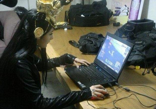 Khi nữ minh tinh cuồng game: Dương Mịch, Angela Baby tranh thủ từng giây rảnh rỗi, Vương Tử Văn đạt được ước mơ thi đấu như tuyển thủ chuyên nghiệp - Ảnh 4.
