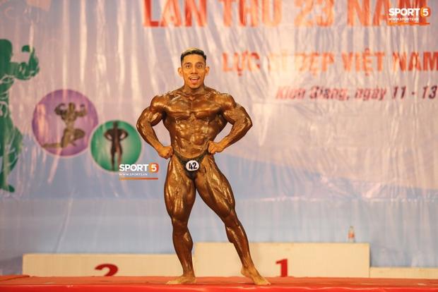 Trình diễn vô cùng ấn tượng trên nền nhạc Bigcityboi, huyền thoại Phạm Văn Mách xuất sắc giành HCV 60kg vô địch quốc gia - Ảnh 6.