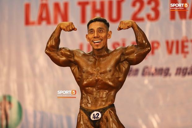 Trình diễn vô cùng ấn tượng trên nền nhạc Bigcityboi, huyền thoại Phạm Văn Mách xuất sắc giành HCV 60kg vô địch quốc gia - Ảnh 2.