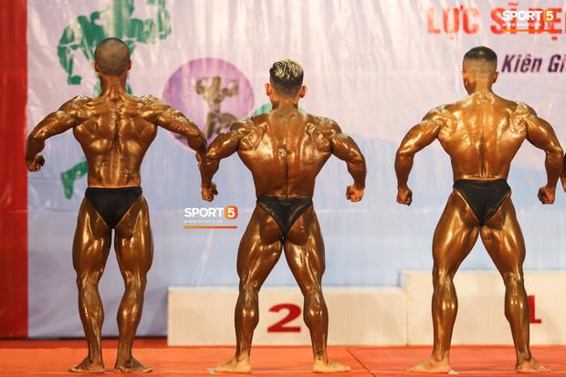 Trình diễn vô cùng ấn tượng trên nền nhạc Bigcityboi, huyền thoại Phạm Văn Mách xuất sắc giành HCV 60kg vô địch quốc gia - Ảnh 9.