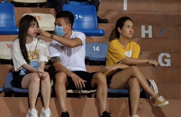 Độ Mixi, Cris Phan tham gia trận đấu giao hữu gây quỹ vì miền Trung cùng Jack và Quang Hải - Ảnh 16.