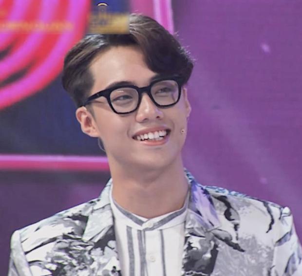 Hot TikToker Hải Đăng Doo xuất hiện sau tranh cãi thi Gương Mặt Thân Quen 2020, giật spotlight với cặp chân mày sâu róm - Ảnh 4.