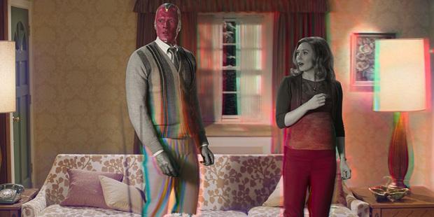 Nghĩ chưa đủ dị, cặp đôi WandaVision nhà Marvel vừa tiết lộ còn một nụ hôn nước mũi mặn chát! - Ảnh 1.