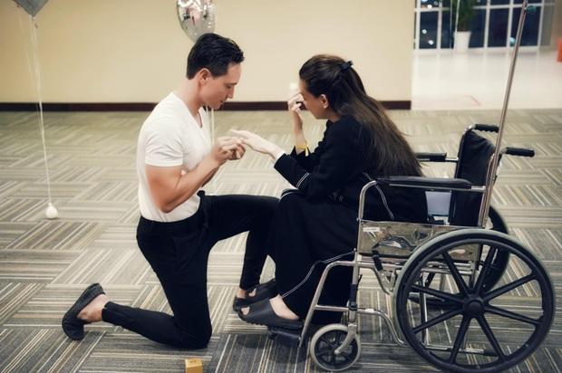 HOT: Kim Lý cầu hôn Hà Hồ sau khi sinh đôi trai gái, khoảnh khắc mẹ bỉm bật khóc gây xúc động mạnh - Ảnh 2.
