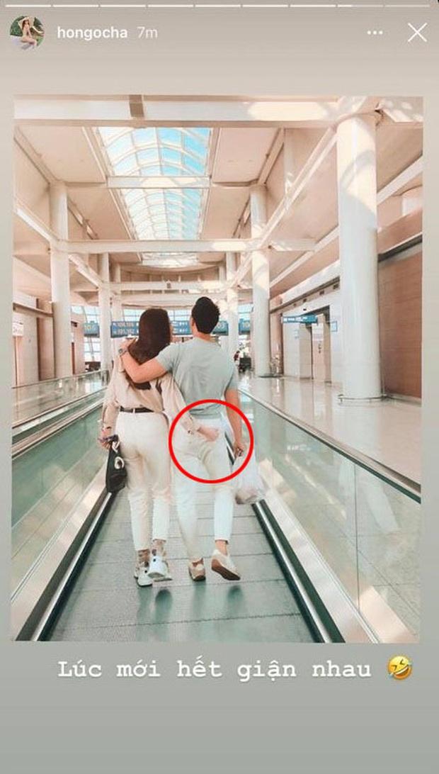 """Hà Hồ khoe ảnh """"tập kích"""" vòng 3 của Kim Lý giữa sân bay, nhìn """"bàn tay hư hỏng"""" là biết muốn tuyên bố chủ quyền rồi! - Ảnh 2."""
