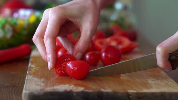 5 sai lầm điển hình khi ăn trái cây mà 90% chúng ta thường mắc, không hay biết đang rước ký sinh trùng vào người - Ảnh 2.