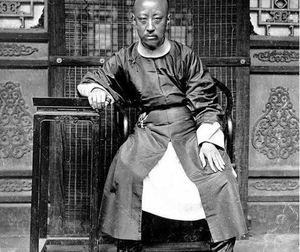 Trào lưu nuôi móng tay dài của đàn ông quý tộc triều Thanh: Thể hiện lòng hiếu thảo hay chỉ là biểu tượng quyền lực? - Ảnh 2.