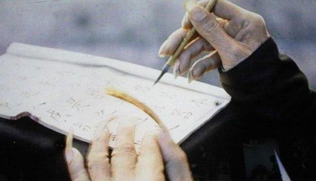 Trào lưu nuôi móng tay dài của đàn ông quý tộc triều Thanh: Thể hiện lòng hiếu thảo hay chỉ là biểu tượng quyền lực? - Ảnh 3.