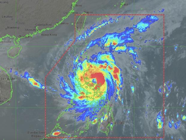 Bão Vamco sức gió 160km/h gây thiệt hại về người tại Philippines - Ảnh 1.