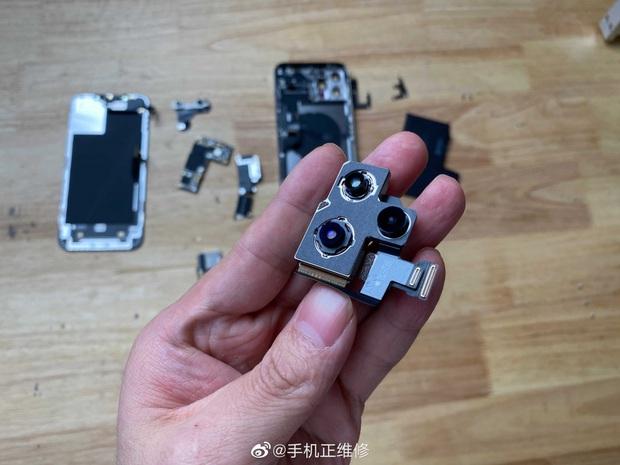 Mổ bụng iPhone 12 Pro Max, lộ thiết kế ngược đời và viên pin gây thất vọng - Ảnh 6.