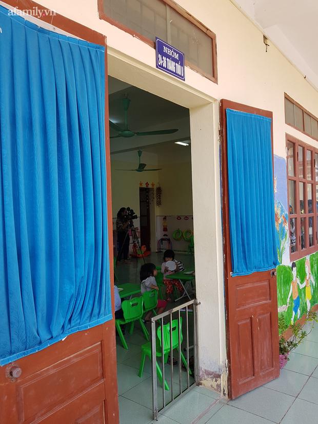 Lộ thêm tình tiết rùng mình vụ bé mẫu giáo bị bạo hành trong nhà vệ sinh: Bị cô giáo dọa bắt uống nước trong bồn cầu - Ảnh 3.